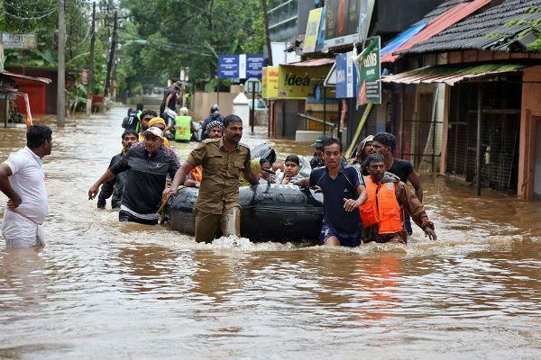 وقوع سیل در هند 800 هزار نفر را بی خانمان کرد