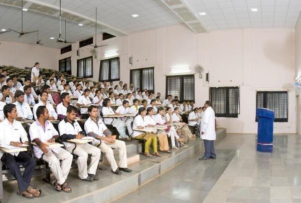 40 درصد دانشجویان ایرانی در هند پزشکی می خوانند