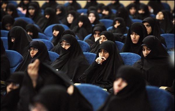 برپایی 107 نمایشگاه کتاب در حوزه های علمیه خواهران
