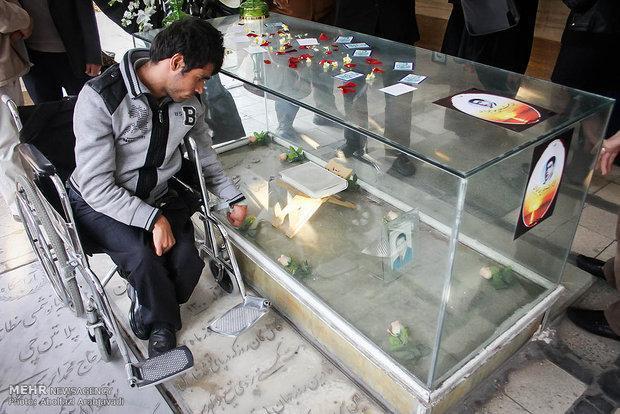سنگ قبر دنیا پهلوان تختی نوسازی شد