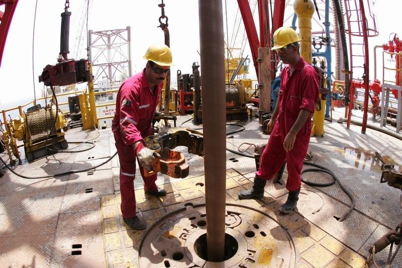 پیش فروش نفت در بورس مثل فروش جنگل و منابع طبیعی است ، نفت خام یک ثروت ملی