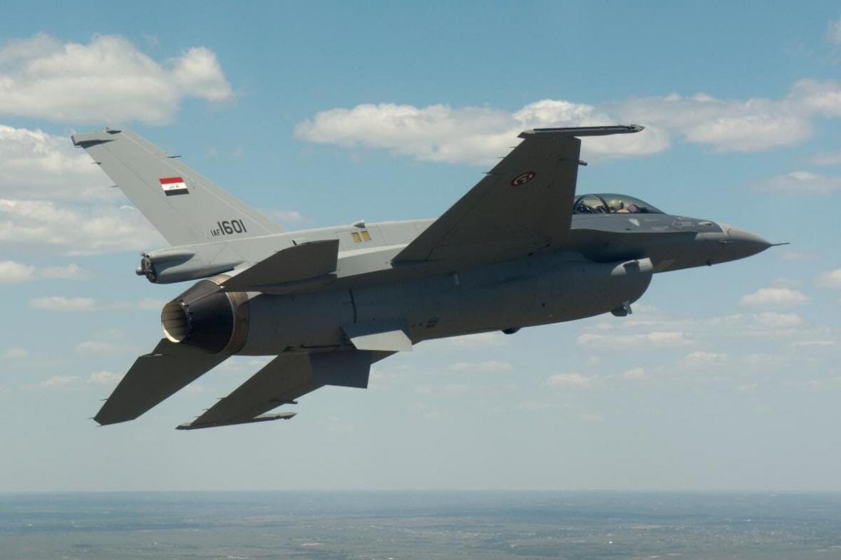 خبرنگاران جنگنده های عراقی مخفیگاه های داعش را در دیاله بمباران کردند