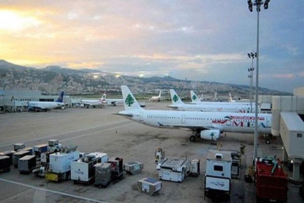 خبرنگاران اصابت گلوله به هواپیمایی در فرودگاه بیروت