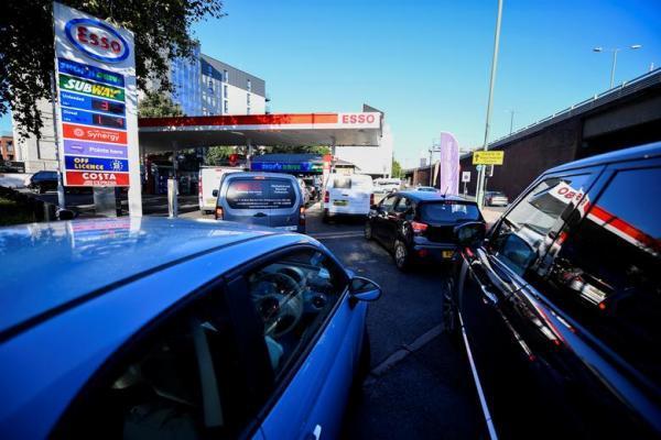 تور ارزان اروپا: ادامه بحران کمبود بنزین و گازوئیل در بریتانیا ، راه کار دولت: جذب راننده کامیون از اروپا